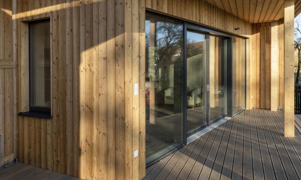 Okno dřevo-hliníkové