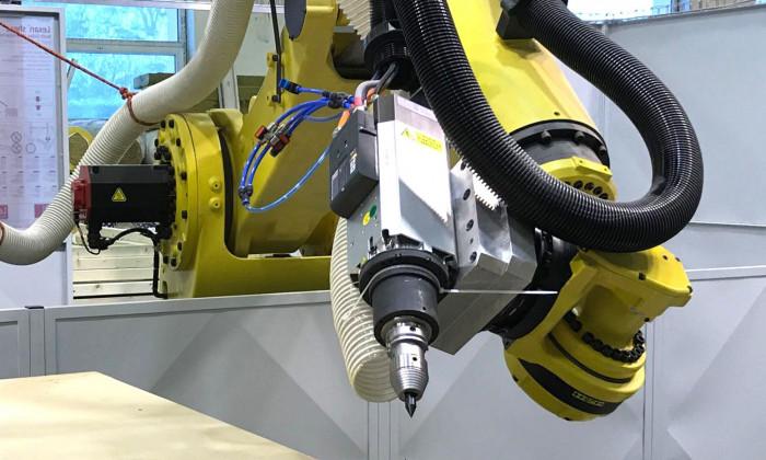 DIGITÁLNÍ VÝROBA - ROBOTI + CNC